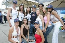 Christian Klien avec les Red Bull Girls