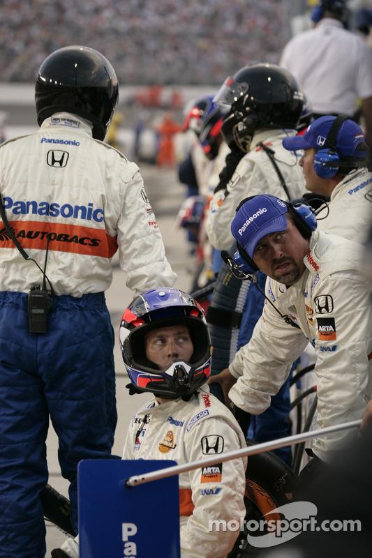 Des mécaniciens Super Aguri Fernandez Racing