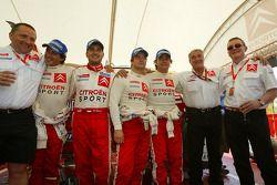 Los ganadores Sébastien Loeb y Daniel Elena con Carlos Sainz, Marc Marti y Citroën Sport