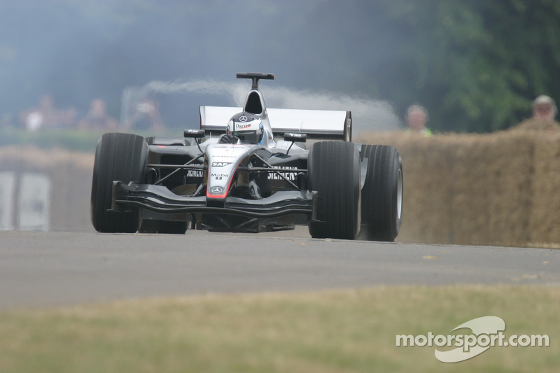 #109 2004 McLaren Mercedes MP4/19, class 16: Darren Turner