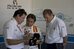 Адриан Кампос говорит с Бруно Мишелем