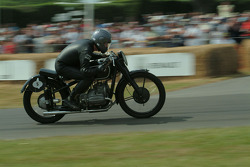 #5 1939 BMW R51 RS, class 15: Andrew English