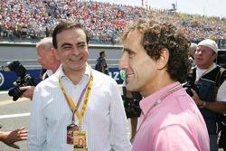 Председатель совета директоров компании Renault Карлос Гон и четырехкратный чемпион Формулы 1 Ален П