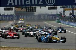 Départ : Fernando Alonso prend la tête de la course