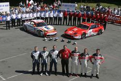 #76 Raymond Narac Porsche 911 GT3 RSR: Romain Dumas, Sébastien Dumez, Raymond Narac, #50 Larbre Competition Ferrari 550 Maranello: Patrice Goueslard, Olivier Dupard, Vincent Vosse and team