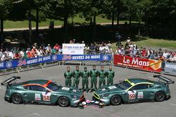 #58 and #59 Aston Martin Racing Aston Martin DBR9: Tomas Enge, Peter Kox, Pedro Lamy, David Brabham, Stephane Sarrazin, Darren Turner