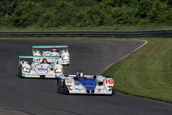 #16 Dyson Racing Team Inc Lola EX257 AER: James Weaver, Butch Leitzinger leads #1 Champion Racing Au