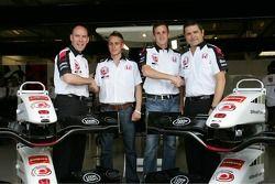 Jock Clear ve Gil de Ferran announce young pilotu programme ve Adam Carroll ve James Rossiter