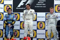 Podium : le vainqueur Juan Pablo Montoya avec Fernando Alonso et Kimi Raikkonen