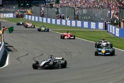 Reinicio: Juan Pablo Montoya lidera a Fernando Alonso