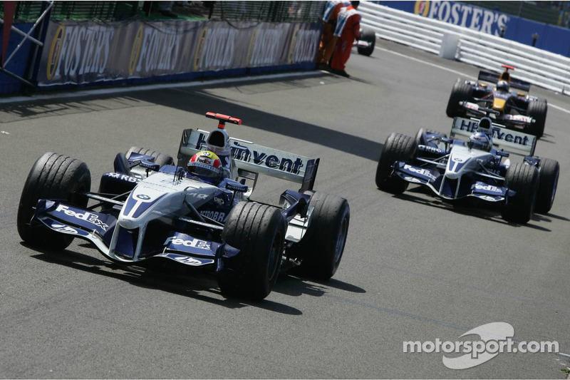Michael Schumacher maneja en Parc Fermé