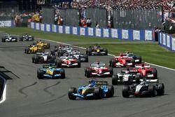 Inicio: Juan Pablo Montoya y Fernando Alonso luchan por el liderato