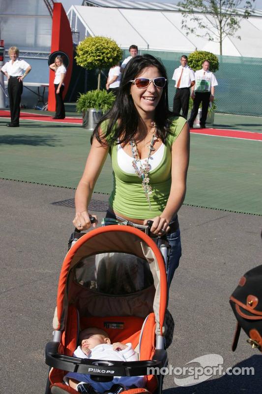 Connie Montoya y bebe Sebastian