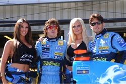 Fernando Alonso y Giancarlo Fisichella con Playstation chicas Lucy Pinder y Michelle MarshBritish vela la estrella Ellen MacArthur