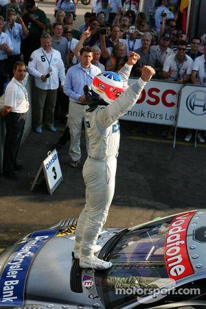 Le vainqueur Gary Paffett fête sa victoire