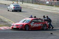 Heinz-Harald Frentzen pushed by course marshalls