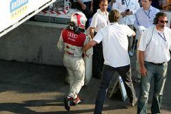 Разочарованный Том Кристенсен после гонки