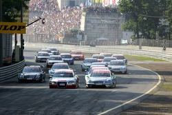 Start: Tom Kristensen and Gary Paffett battle for the lead