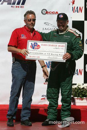 Podium : le vainqueur Paul Gentilozzi