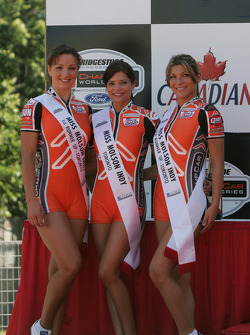 Podium: the charming Miss Molson Indy girls
