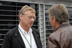 Arquitecto alemán Hermann Tilke y Marc Surer