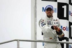Podium : Juan Pablo Montoya sabre le champagne