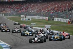Départ : Kimi Räikkönen mène le peloton
