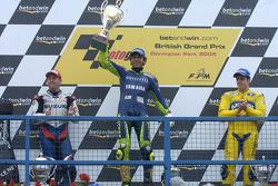 Podium: 1. Valentino Rossi, 2. Kenny Roberts Jr., 3. Alex Barros