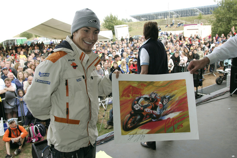 Nicky Hayden aux enchères pour Riders for Health