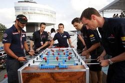 Red Bull Racing Chilled Thirstday part: Vitantonio Liuzzi y Christian Klien