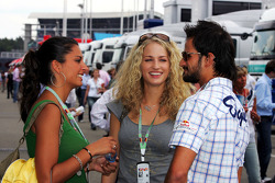 Vitantonio Liuzzi con Formula Unas chicas