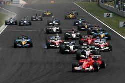 Michael Schumacher mène au départ