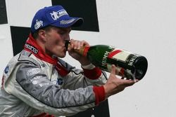 Podium : champagne pour Ralf Schumacher