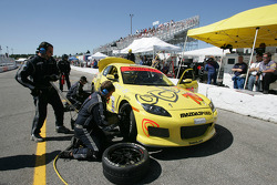 Pitstop for #70 SpeedSource Mazda RX-8: David Haskell, Sylvain Tremblay