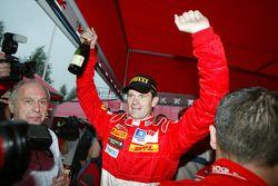 Marcus Gronholm fête sa victoire