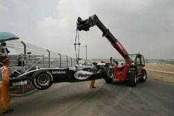 Pedro de la Rosa, McLaren, pist üzerinde durmuş vaziyette
