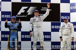 Podium : le vainqueur Kimi Raikkonen avec Fernando Alonso et Juan Pablo Montoya