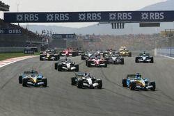 Start: Giancarlo Fisichella, Renault, führt