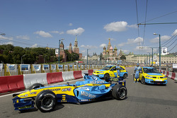 Giancarlo Fisichella ve Fernando Alonso pose ve Renault Cars
