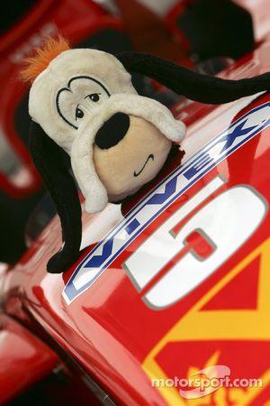 Mascott on the car of Ernesto Viso
