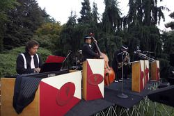 A band entertained the guests on arrival