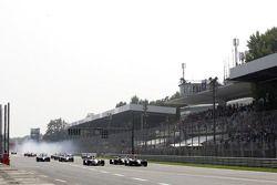 Start: Heikki Kovalainen and Nico Rosberg battle