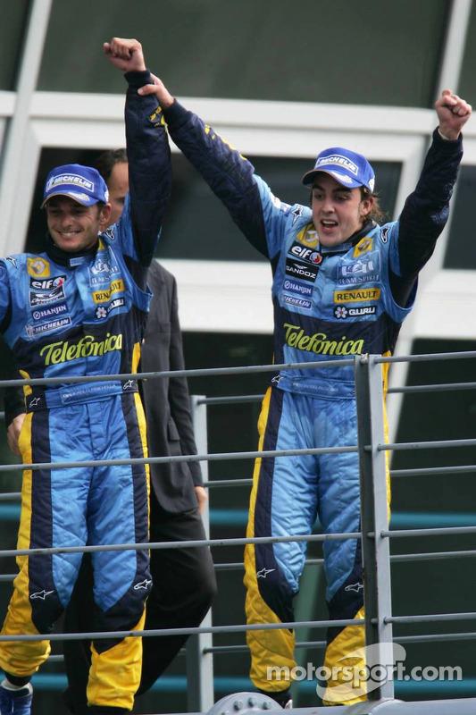 Podio: segundo lugar Fernando Alonso y el tercer lugar Giancarlo Fisichella