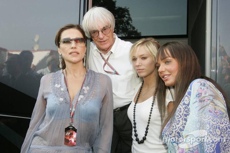 Bernie Ecclestone con su ex-esposa Slavica y sus hijas Petra y Tamara