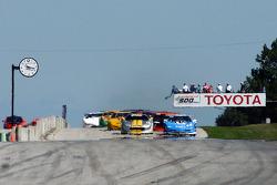 Start: Greg Pickett and Randy Ruhlman battle for the lead