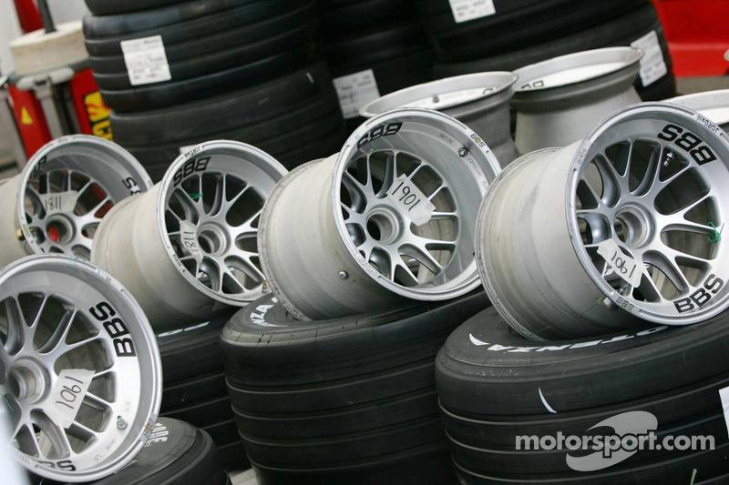 Ruedas y neumáticos listos
