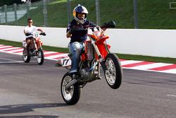 Christian Klien en una moto de motocross