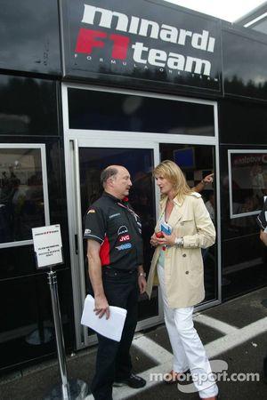 Jefe de prensa de Minardi Graham Jones entrega detalles de la adquisición de Red Bull