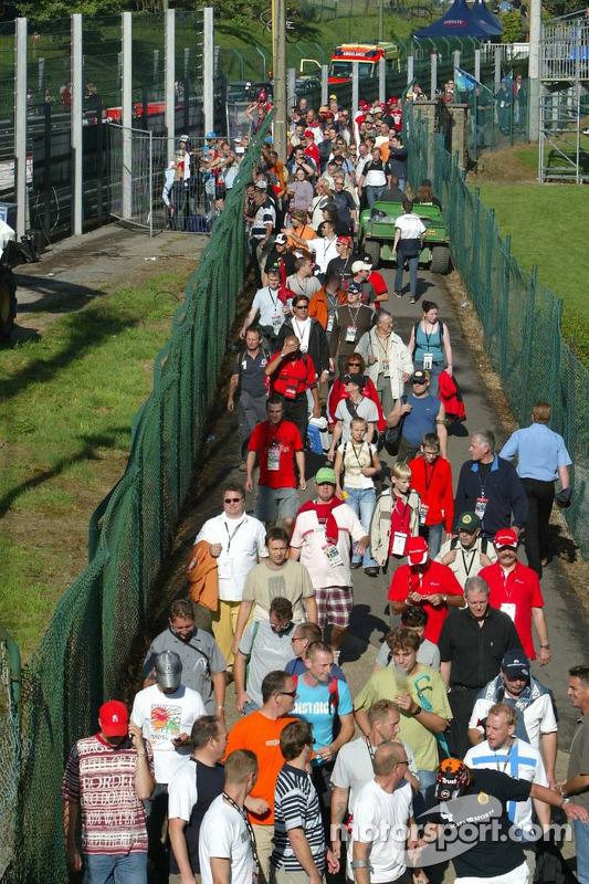 Fans entran al circuito