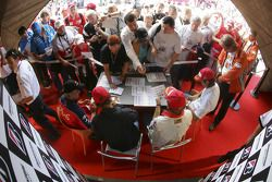 Autograph session: Nelson A. Piquet, Nico Rosberg, Mathias Lauda and Heikki Kovalainen